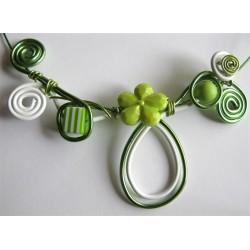 Collier vert blanc