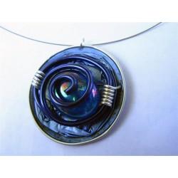 Collier cable fin capsule bleue, cabochon en verre, fil alu bleu