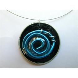 Collier cable fin capsule noire cabochon de verre et fil turquoise
