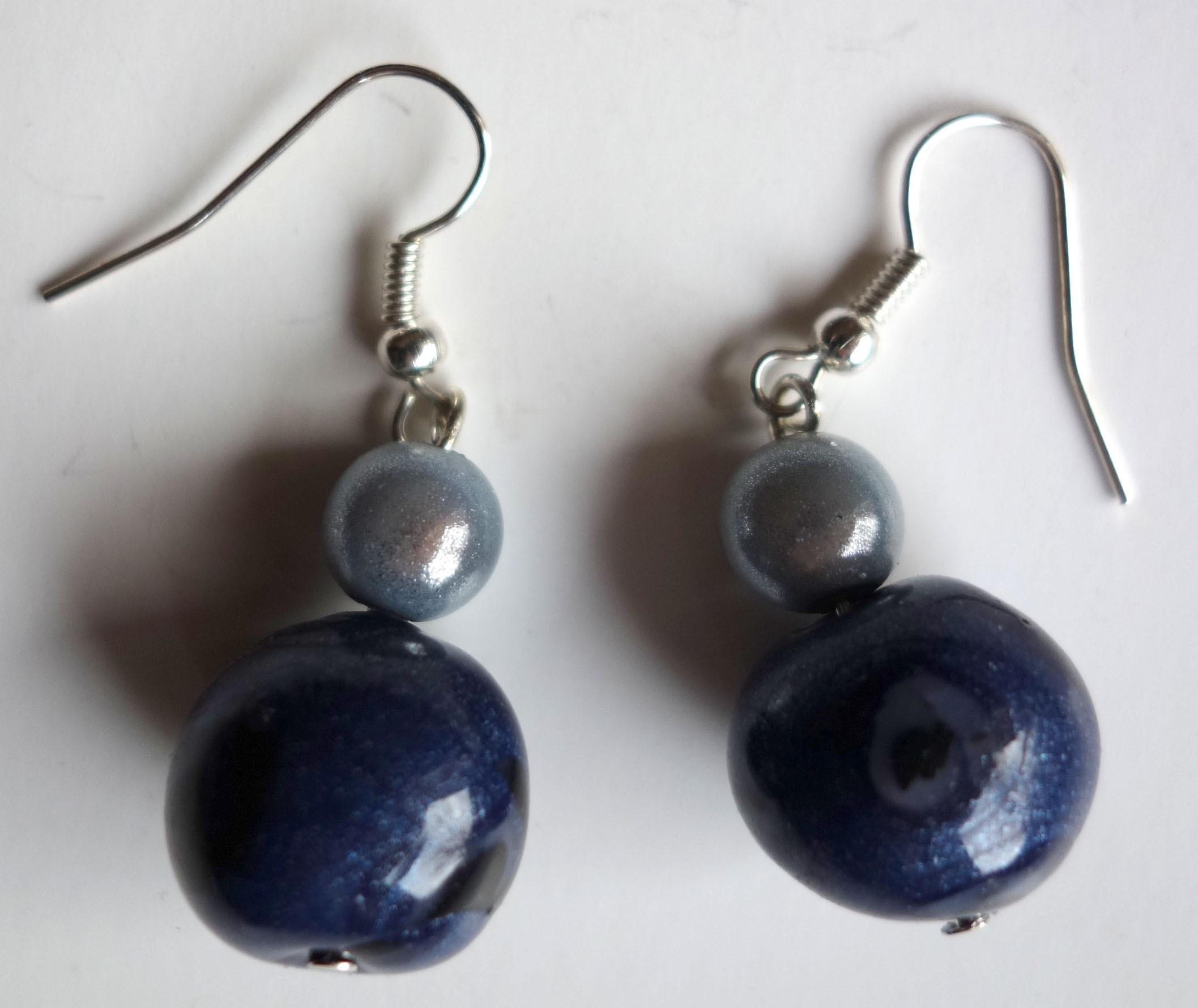 Boucle d'oreille perle noire