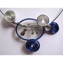 Collier breloques musique incluses dans résine