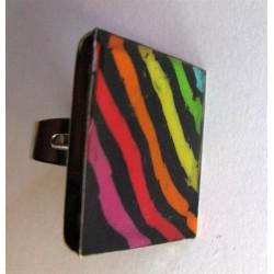 """Grosse bague carrée Fimo """"rayé multicolore"""" sur diagonale"""