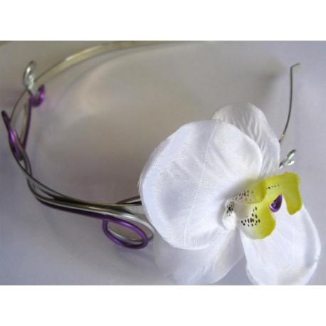 Serre-tête violet et orchidée
