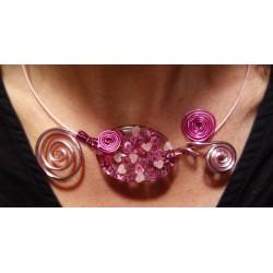 Collier rose en fil aluminium et perle résine fait main