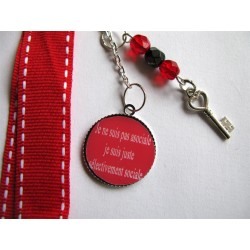 """Bijou de sac """"citation"""" : je ne suis pas bordélique, je suis créative (rouge)"""