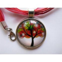 Collier avec pendentif cabochon arbre 1
