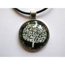 Collier avec pendentif cabochon arbre 2