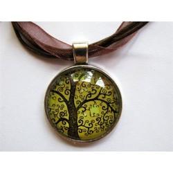 Collier avec pendentif cabochon arbre 8