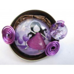 Broche fillette violette