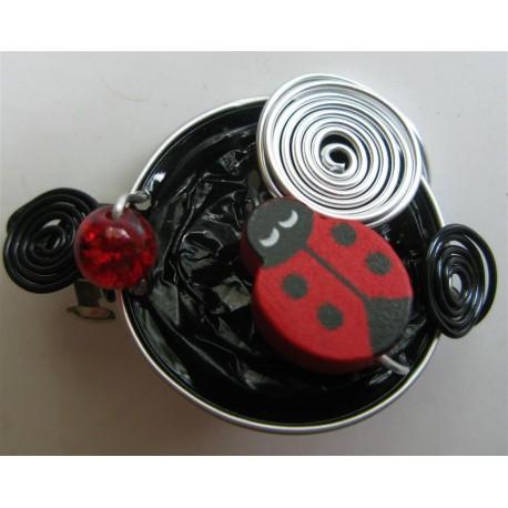 Brette coccinelle rouge sur capsule noire