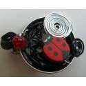 Barrette coccinelle rouge sur capsule noire